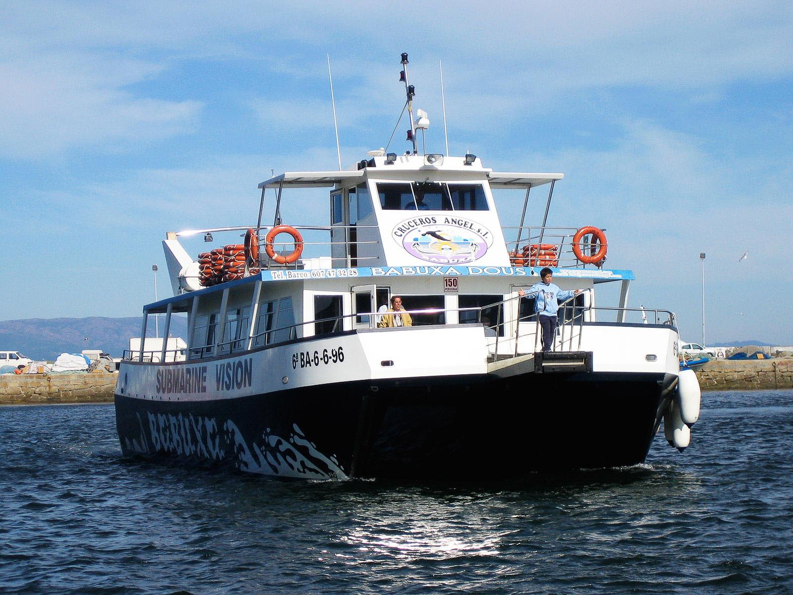 Vista general de barco Babuxa Dous